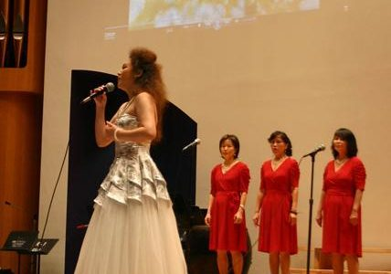 A musical evening: Professional vocalist Mingming Jiang performs