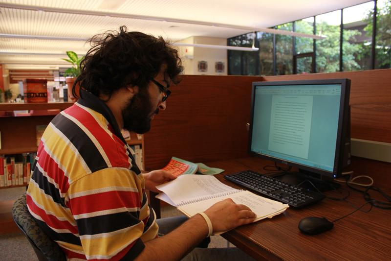 Webbed: Sophomore Akbar Abidi studies in the Pearson Library. The summmer hybrid courses will create a unique learning environment. Photo by Brennan Whitmore - News Editor