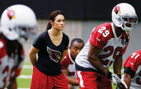 Jen Welter breaks through as first female coach