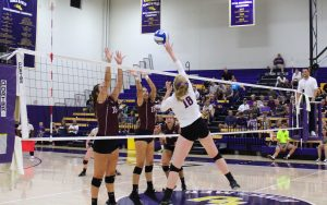 Senior Molly Holloway tallied 11 kills with a .333 hitting percentage on Friday night. Photo by Saoud Albuainain