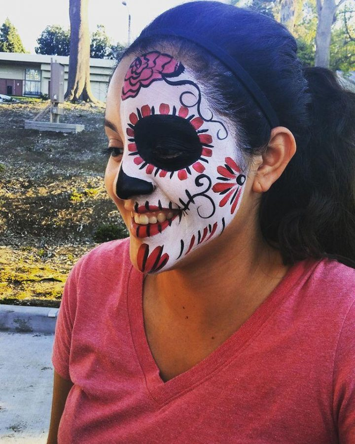 L.A.S.O.: El pasado mes de Octubre L.A.S.O. celebró su día anual de los muertos con actividades como la pintura facial. Foto cortesía de L.A.S.O. pagina de Facebook.