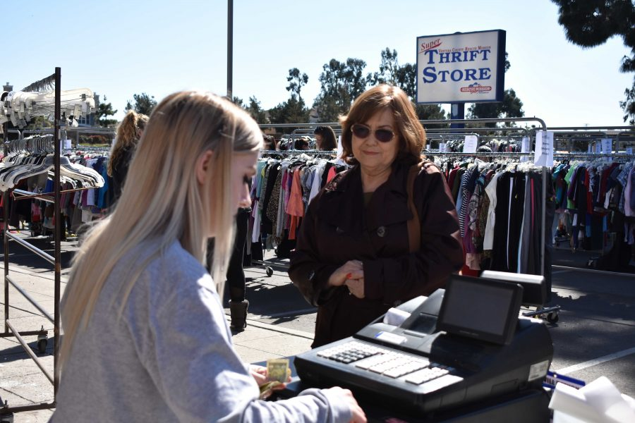 Attendees at the Ventura County Rescue Mission Thrift Store Sale in Oxnard, CA. Photo by Aliyah Navarro- Photojournalist