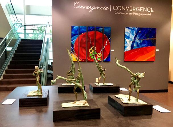 Un artista paraguayo: Esculturas y cuadros de Hernán Miranda, un artista paraguayo, mostradas en la Kwan Fong Galería de Arte y Cultura en Cal Lutheran. Foto de Natalie Elliott