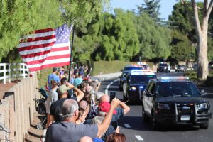 Thousand Oaks community members gathered on the streets for the transportation of the body of Ventura County Sheriff's Sgt. Ron Helus, who was killed in the Nov. 7 Borderline shooting. Photo by Arianna Macaluso - Photo Editor