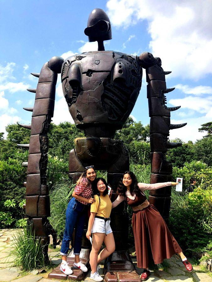 Lugares por descubir: Katherine Funes, Vi Kim Pham y Kayomi Kayoshi (izquierda a derecha) mientras cumplían su sueño de estudiar en el extranjero. Foto proporcionada por Kayomi Kayoshi