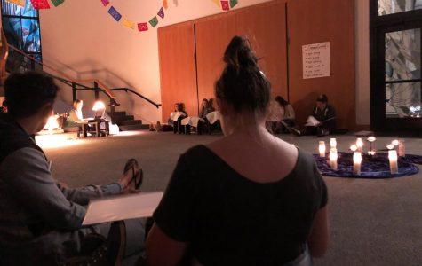 Buscando una conexión: Estudiantes en Cal Lutheran se reúnen en un ambiente de aceptación para hablar de la fe.