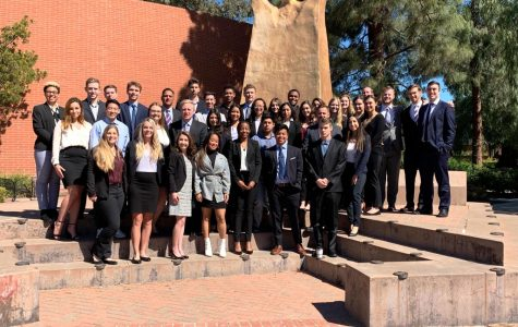 Creando oportunidades: Los miembros de Delta Sigma Pi buscan establecer relaciones profesionales mientran terminan su carrera universitaria.
