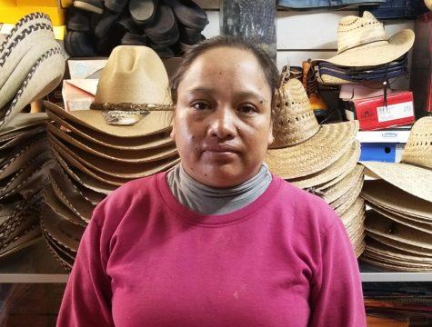Trabajando para su familia: Alberta Meneses se esfuerza diariamente para atender a su familia y brindarles un mejor futuro, donde no tengan que sufrir lo que ella ha pasado.