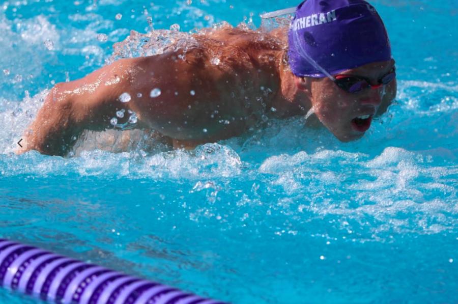 El nadador senior de Kingsmen, AJ Nybo, fue galardonado con el premio al nadador masculino del año 2020 de la Conferencia Atlética Intercolegial del Sur de California (SCIAC).