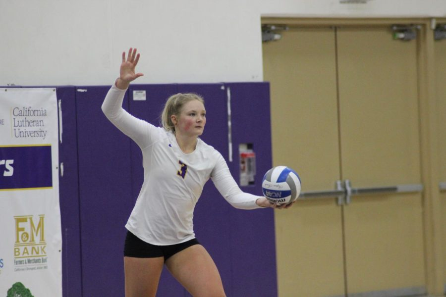 Maci Haddad is getting ready to serve to her opponent (Photo by Karly Kiefer- Reporter).